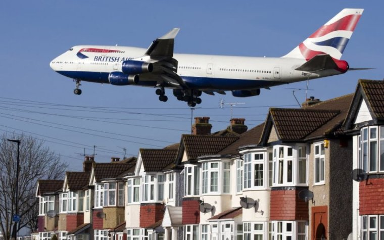 heathrow-plane-above-houses